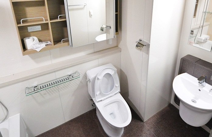 How to Prevent Poop from Sticking to Toilet Bowl